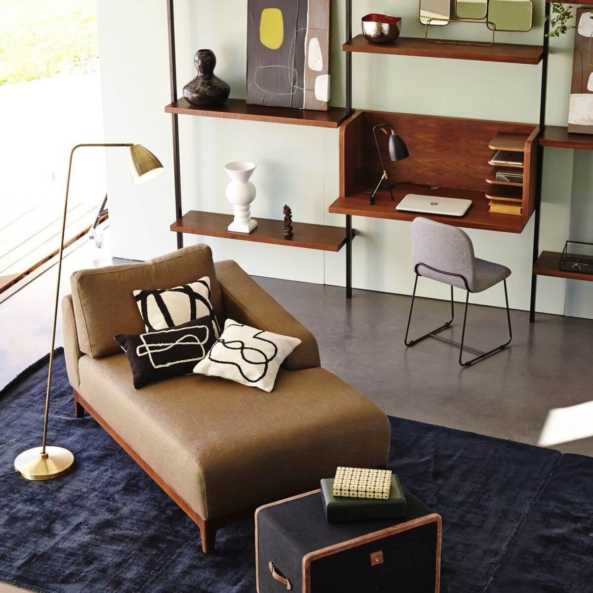 Salon avec coin bureau
