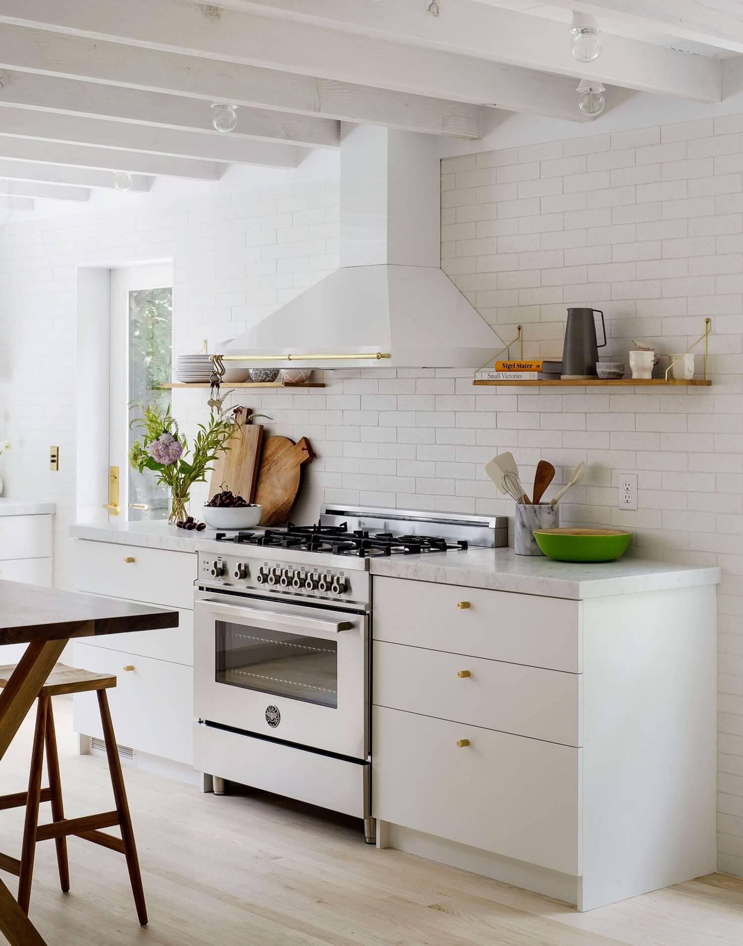 Plan de travail en marbre dans la cuisine