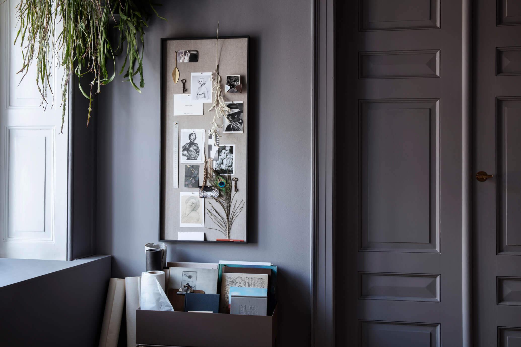 Peindre mur gris foncé