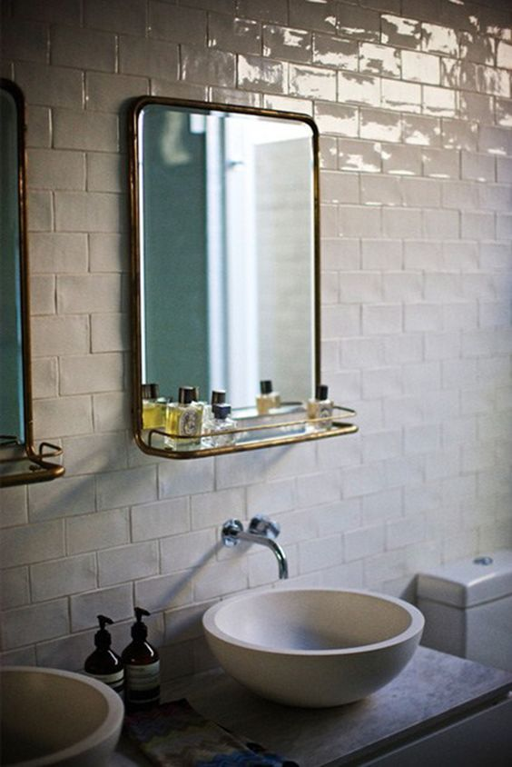 Une salle de bain en zelliges blanc