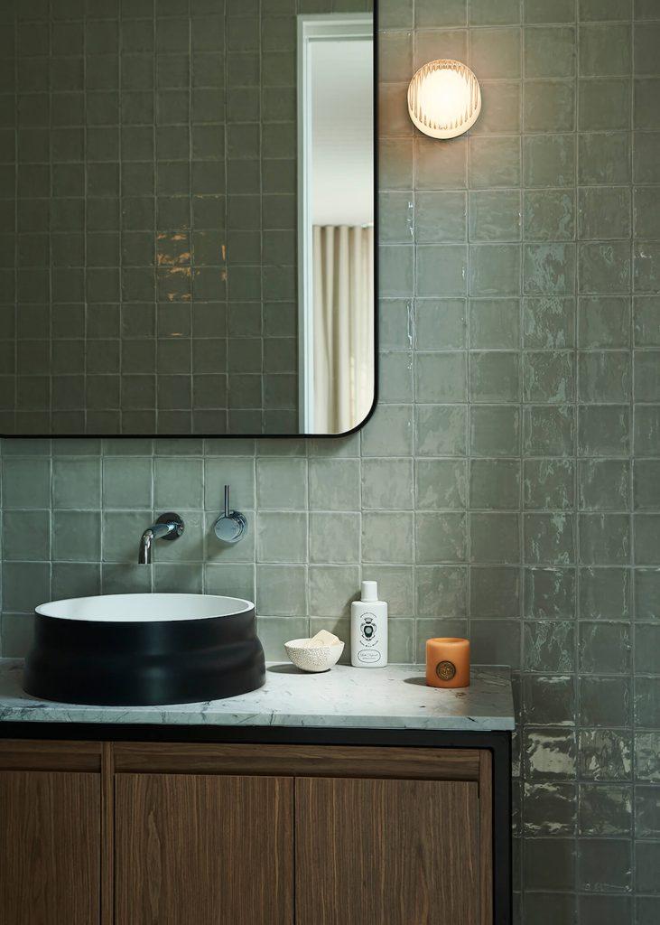 salle de bain en zellige vert