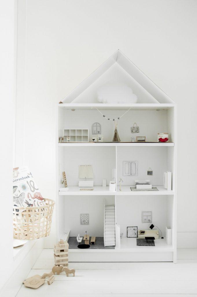 idée IKEA hack bibliothèque Billy maison de poupées