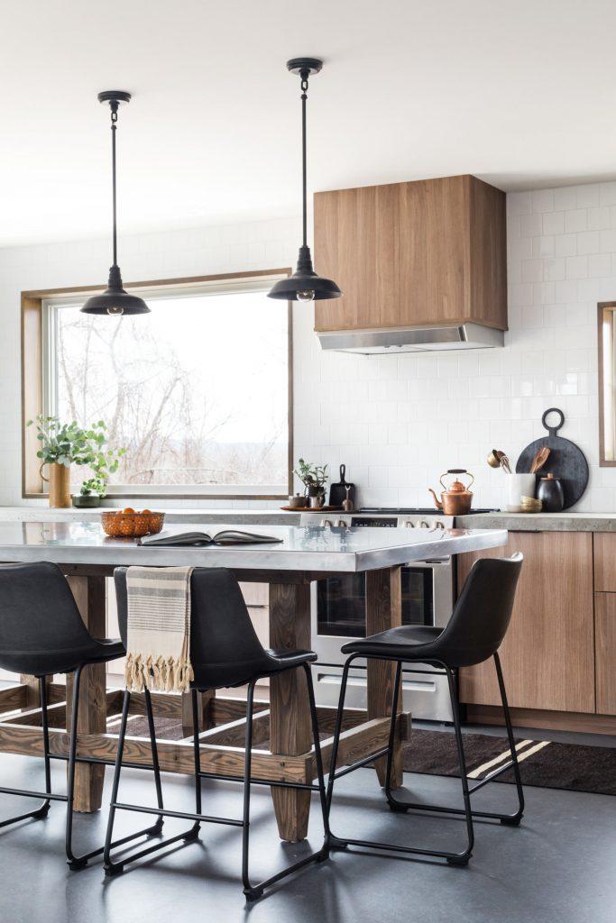 Une cuisine Ikea customisée en bois et béton