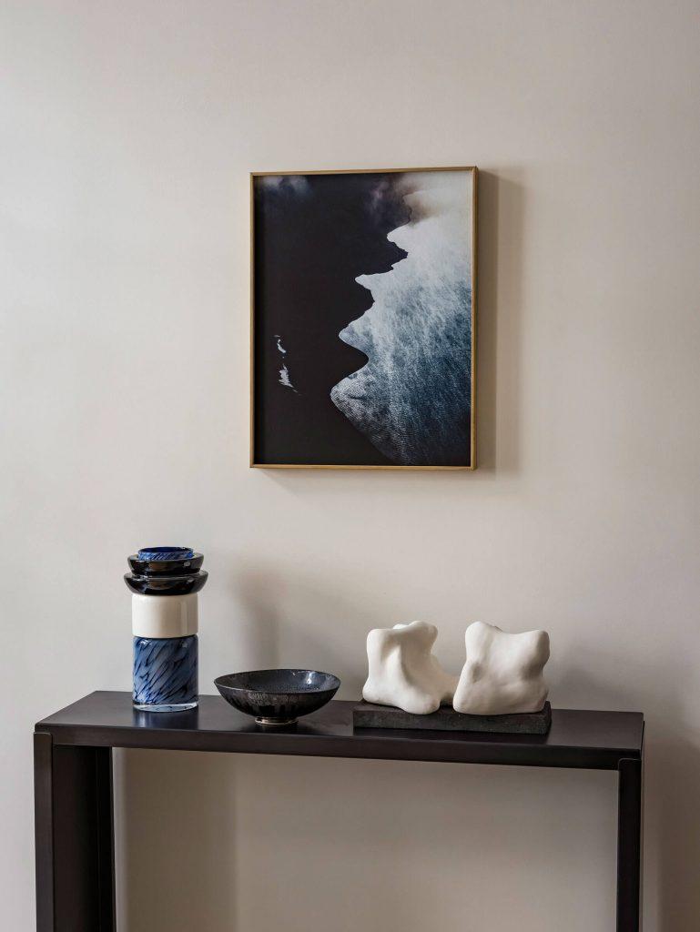 Objets d'art dans une maison parisienne