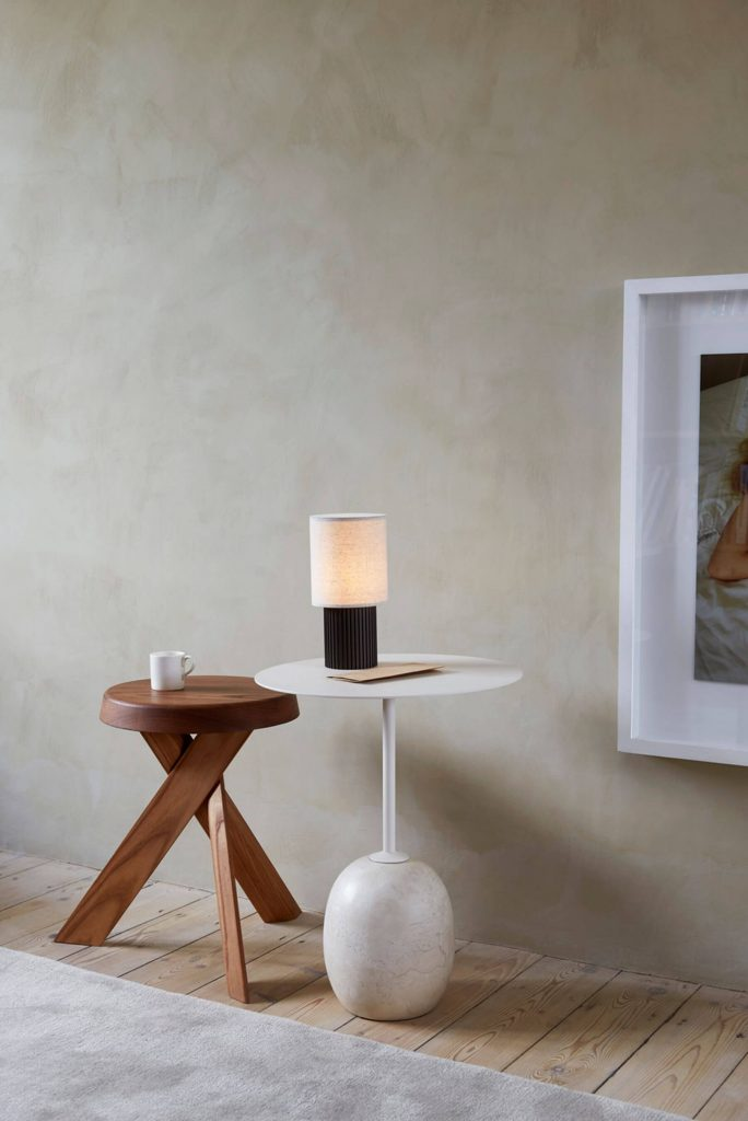 Les luminaires &tradition : la lampe Manhattan dans un intérieur contemporain