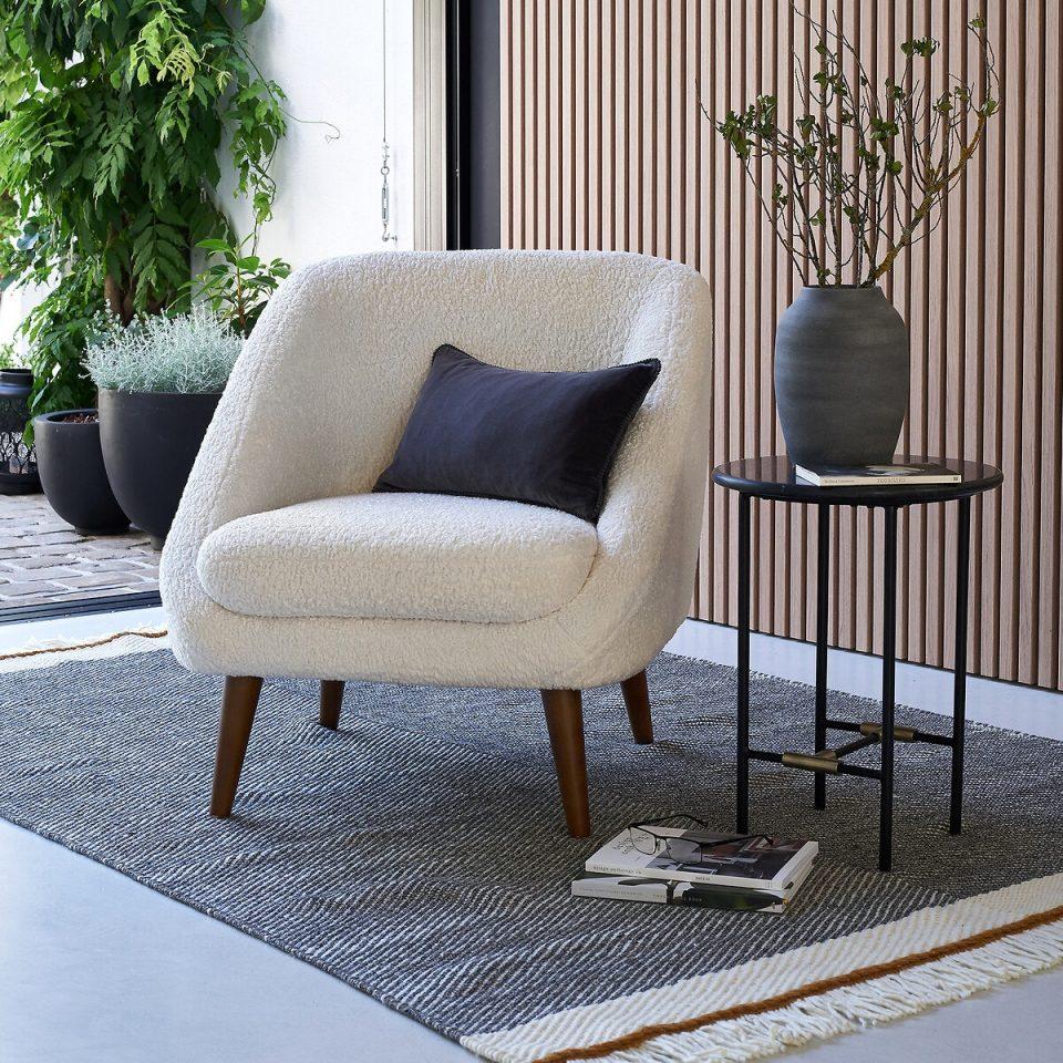 Décoration salon cosy fauteuil style vintage
