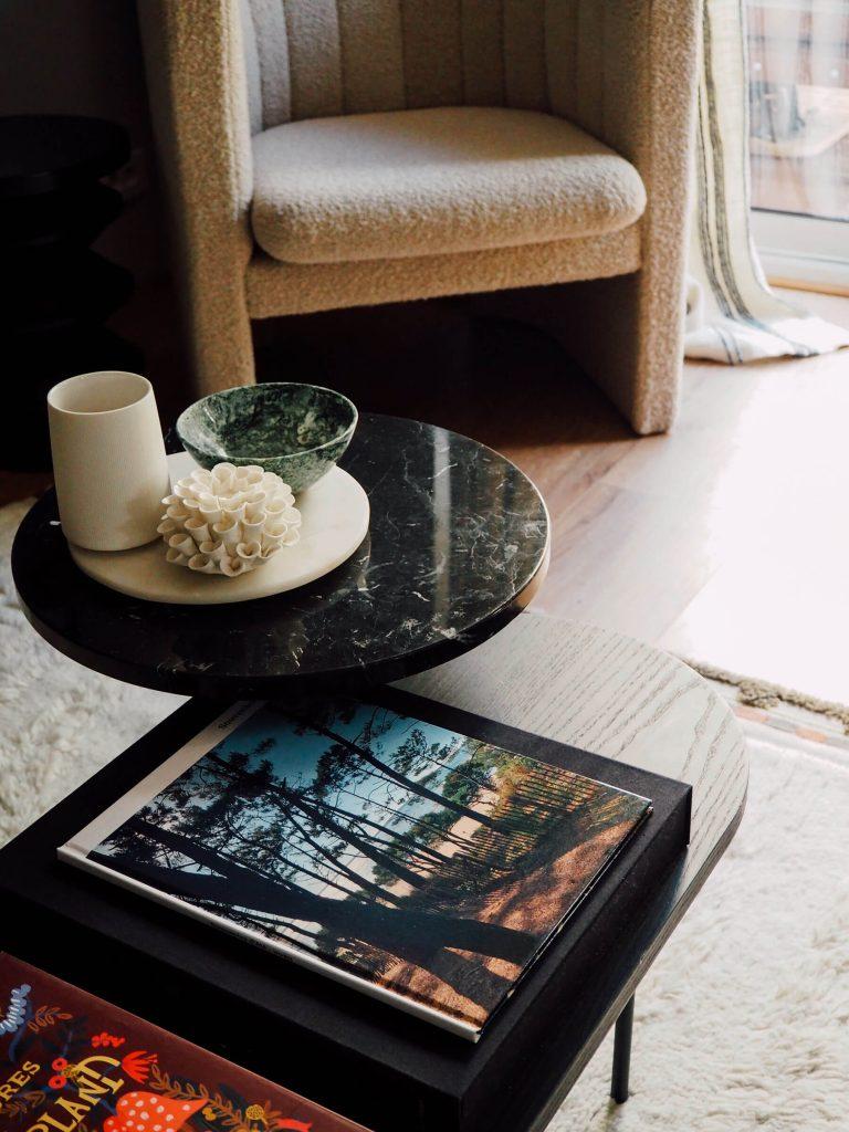 Livre photo pour décorer une table basse dans le salon