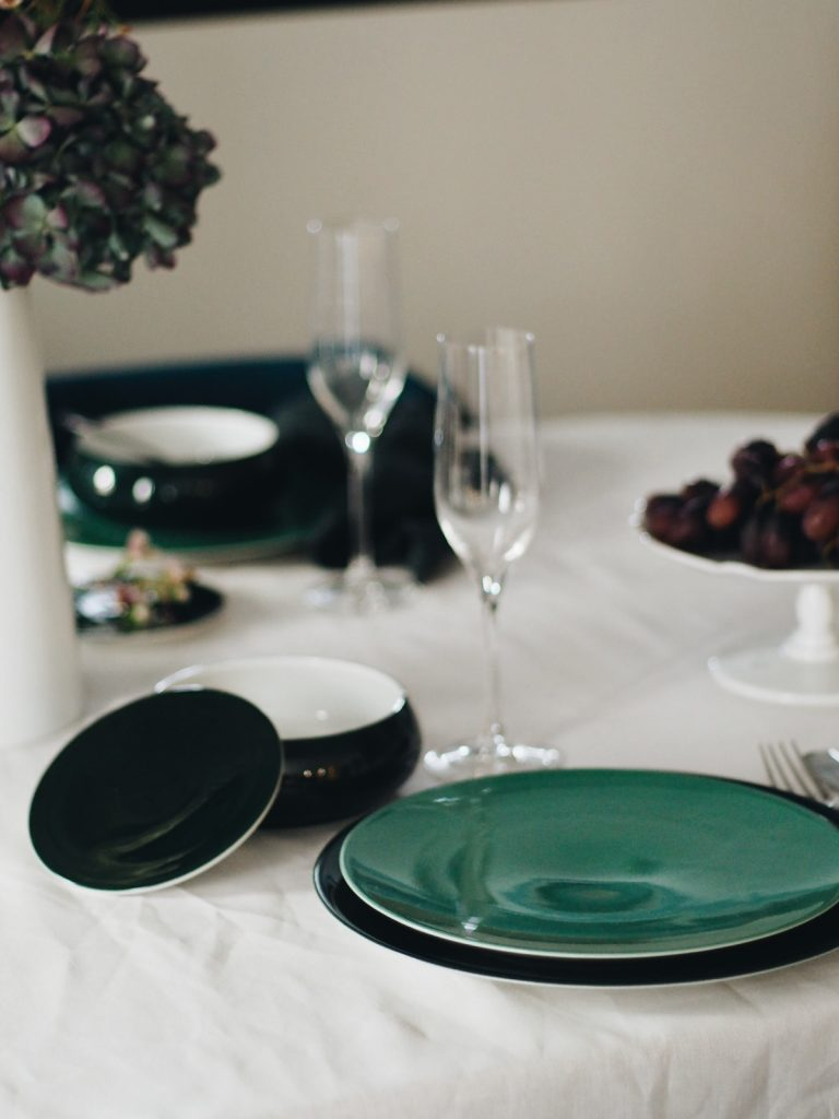 Décoration d'une table de Noël minimaliste