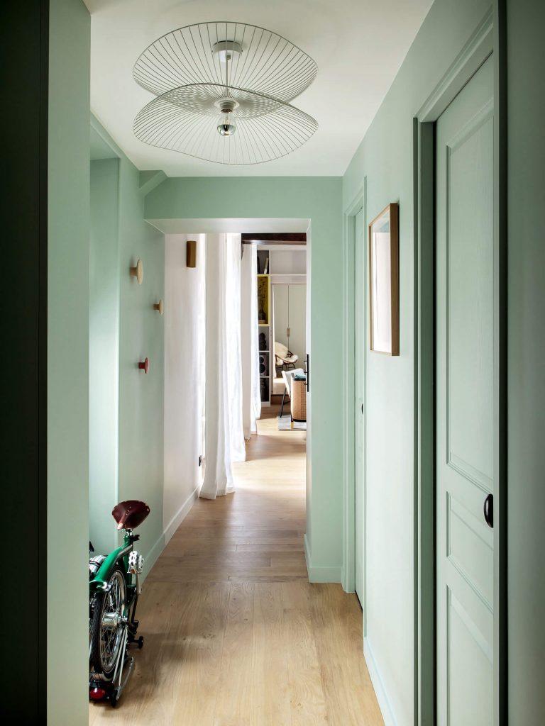 Peindre un couloir en vert d'eau