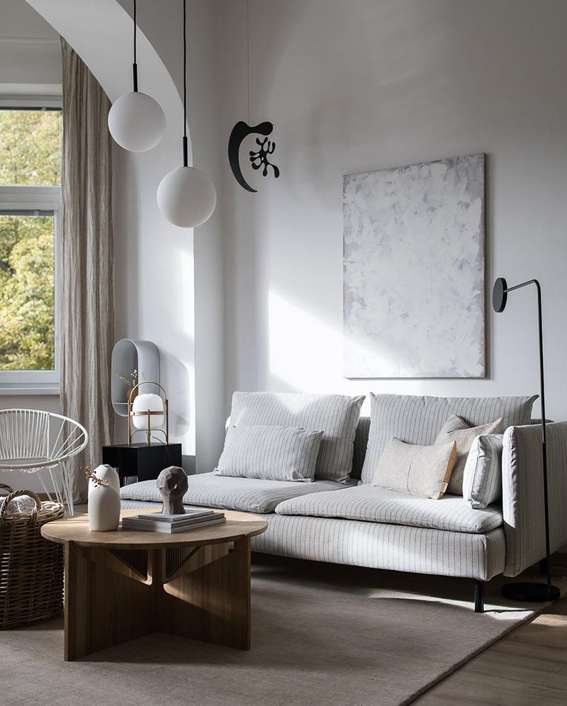 Canapé Ikea dans un intérieur scandinave et cosy