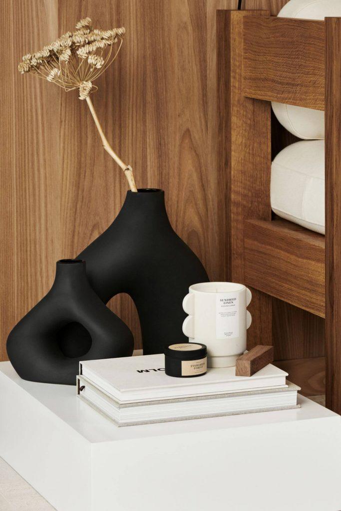 Vase noir moderne