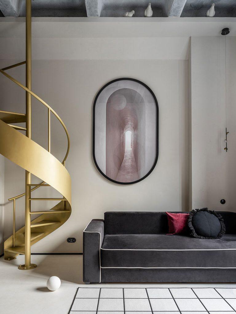 Escalier en colimaçon doré
