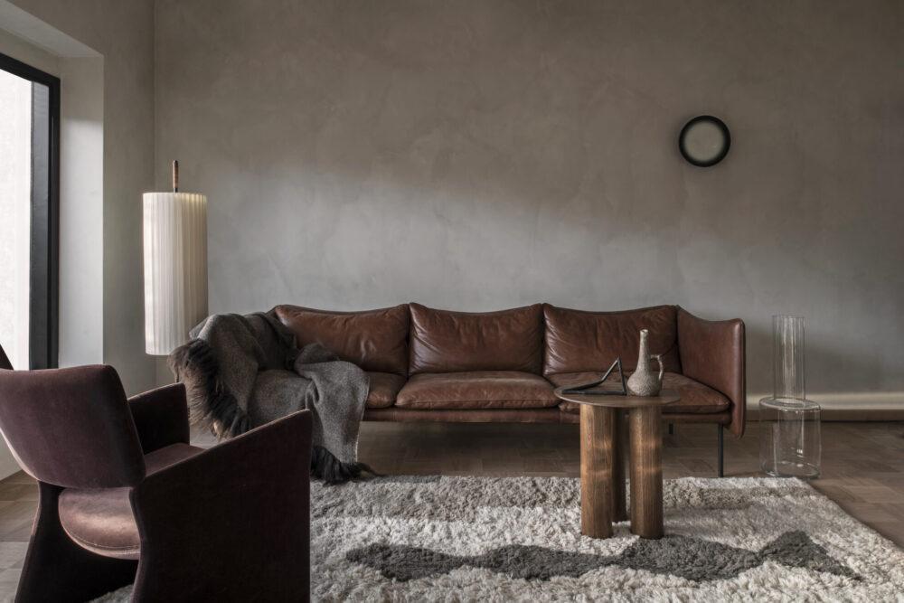 Décoration salon avec canapé en cuir marron