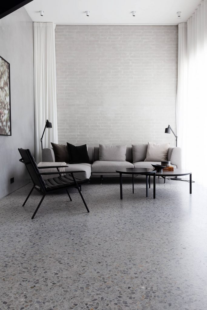 Canapé gris avec méridienne