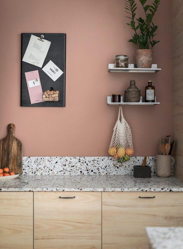 Cuisine rose et crédence en Terrazzo