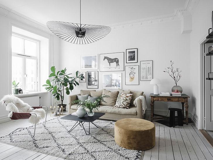 Salon cosy avec du parquet blanc