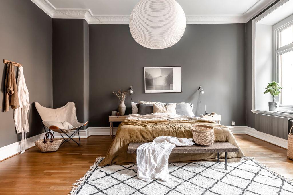 Tête de lit en mur de cadres