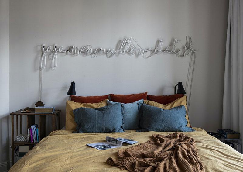 Tête de lit néon