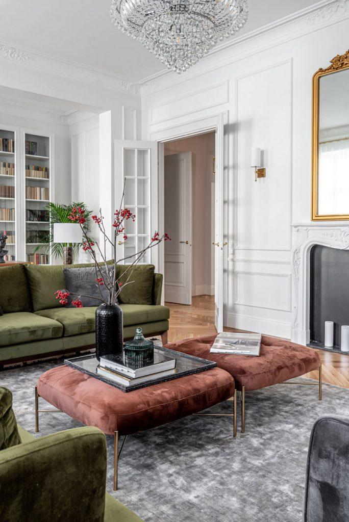 Décoration du salon canapé en velours vert