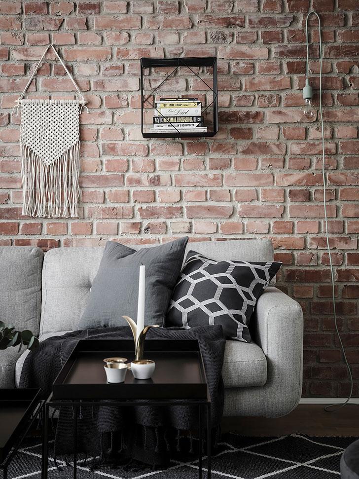 Décoration du salon mur en briques rouges