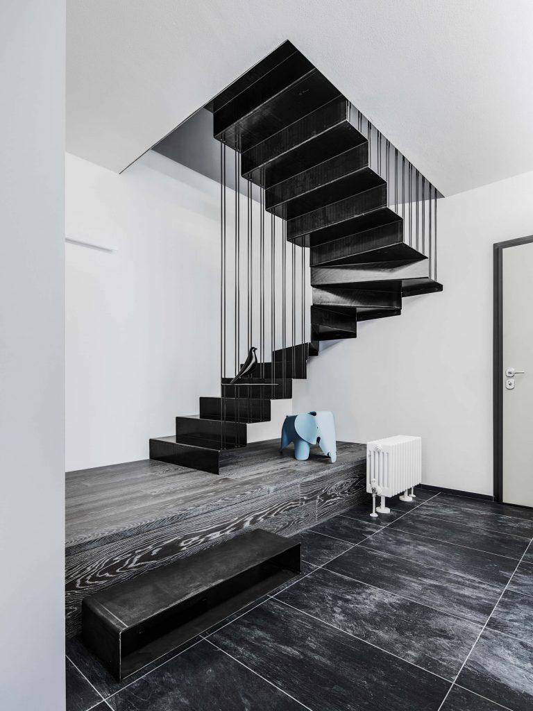 Escalier noir contemporain
