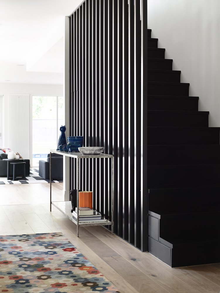 Escalier avec bardage noir