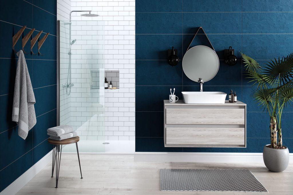 Carrelage bleu dans la salle de bains