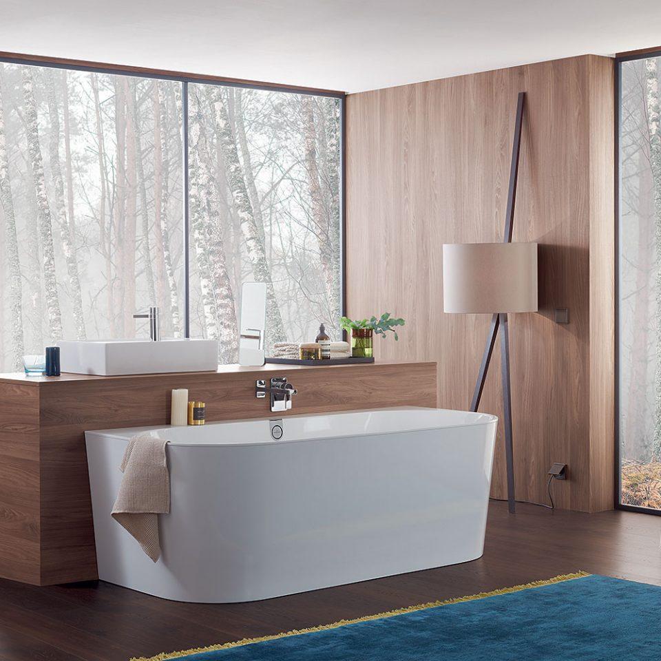 Salle de bains contemporaine avec une baignoire Villeroy et Boch