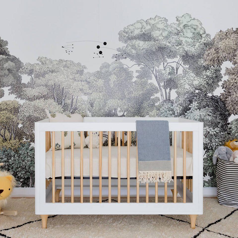 Décoration chambre bébé papier peint foret Bellewood Rebel Walls
