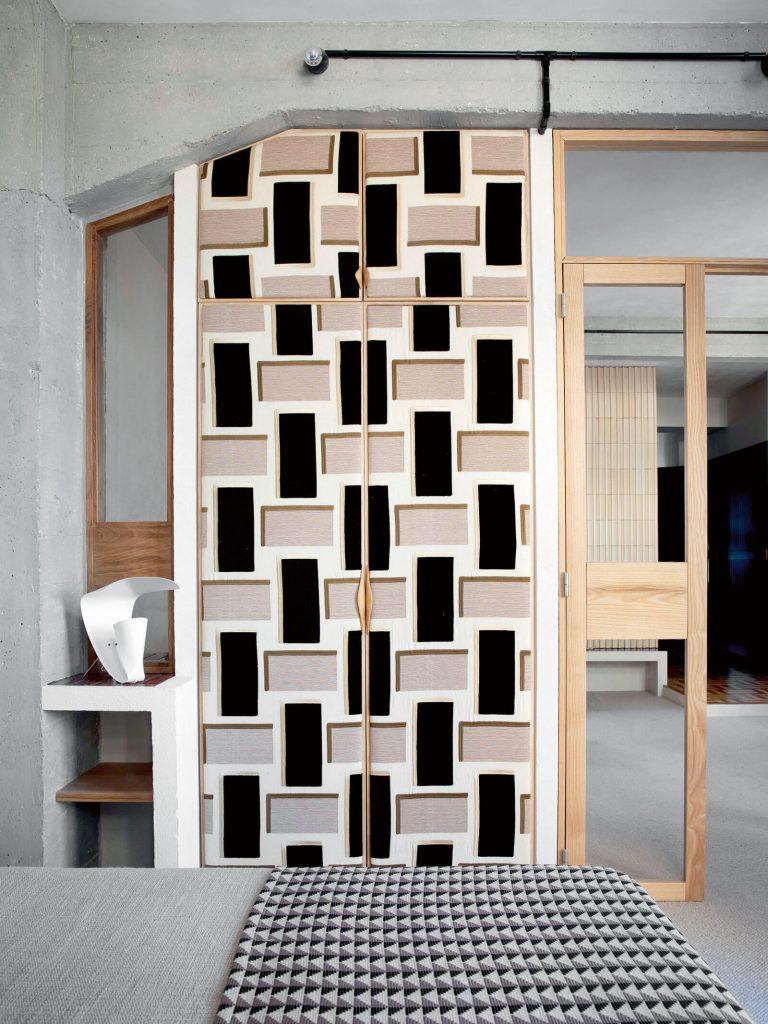 DIY : recouvrir des portes de placards avec du tissu