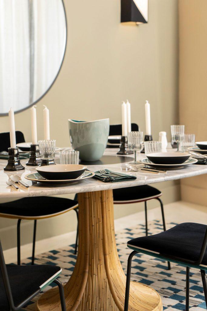 Table de repas en marbre et rotin Maison Sarah Lavoine