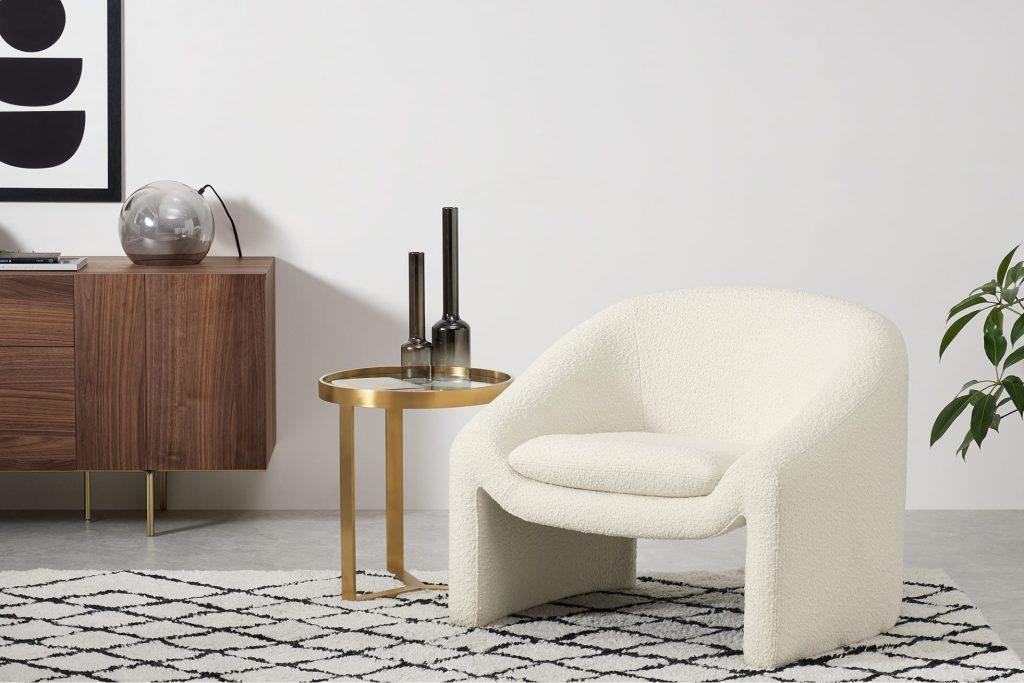 Le fauteuil en bouclette Shona, de chez Made