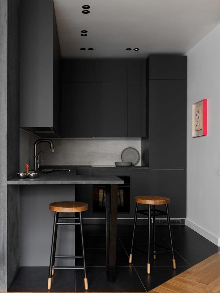 cuisine noire sol carrelage noir