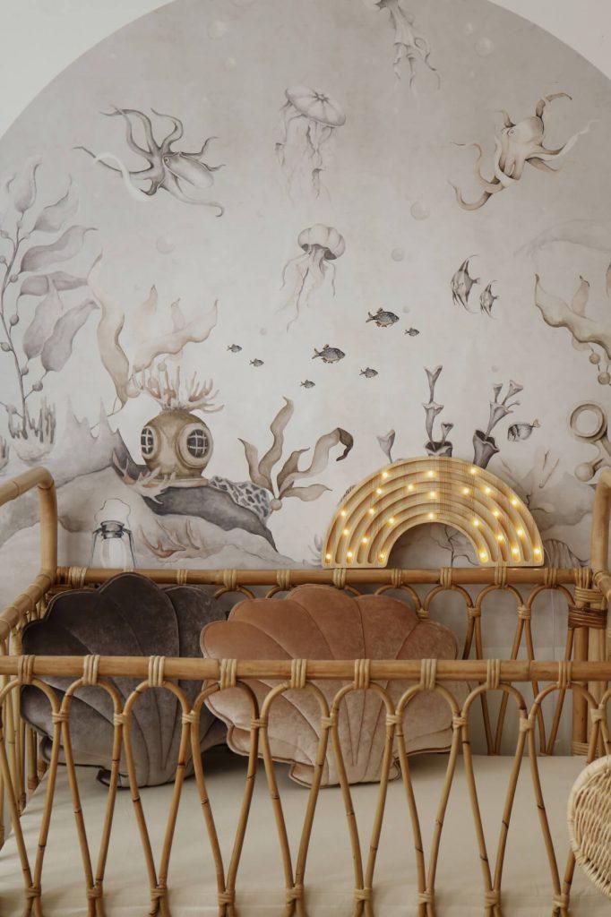 Déco chambre bébé berceau en rotin vintage